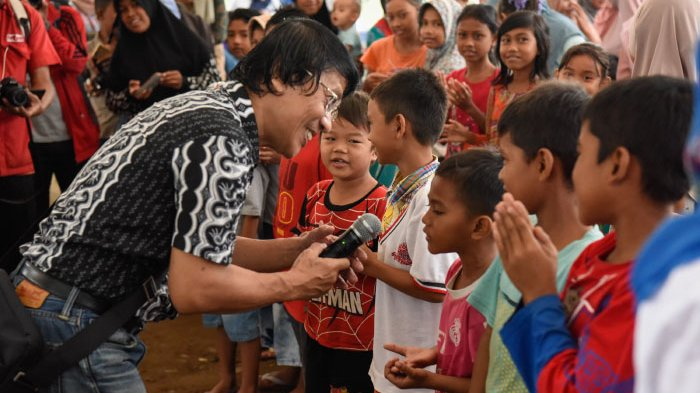 kak-seto-menghibur-anak-anak-korban-gempa_20161211_072533